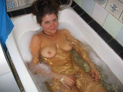 частные фото голой дома в ванной