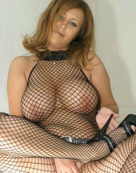 мамка с большими сиськами в сетке порно